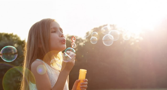 girl-blow-bubbles