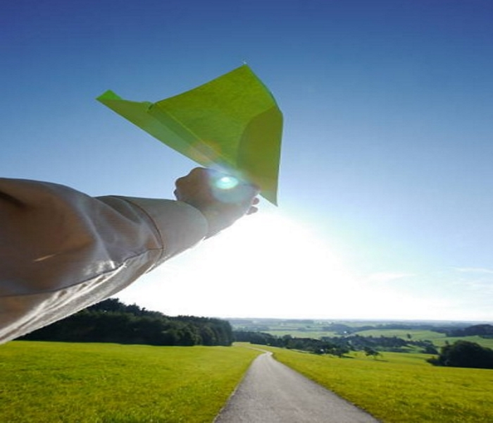 green-paper-plane2