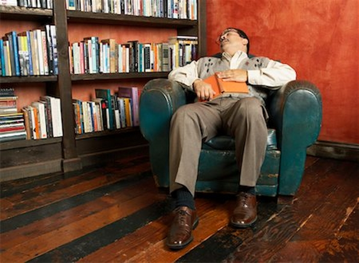 sleeping-old-man-in-chair